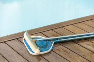 Pool sommerfit machen